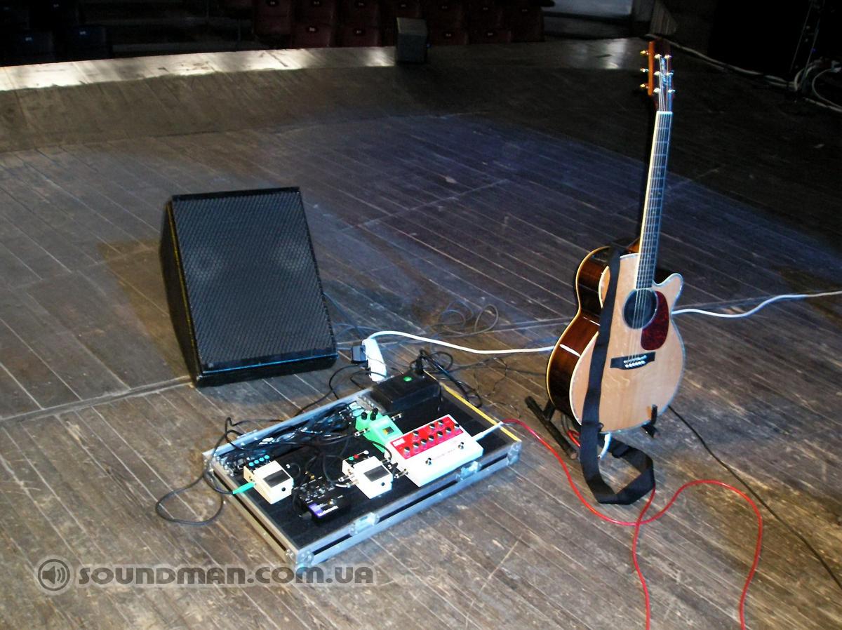Сэтап гитариста и акустическая гитара Takamine