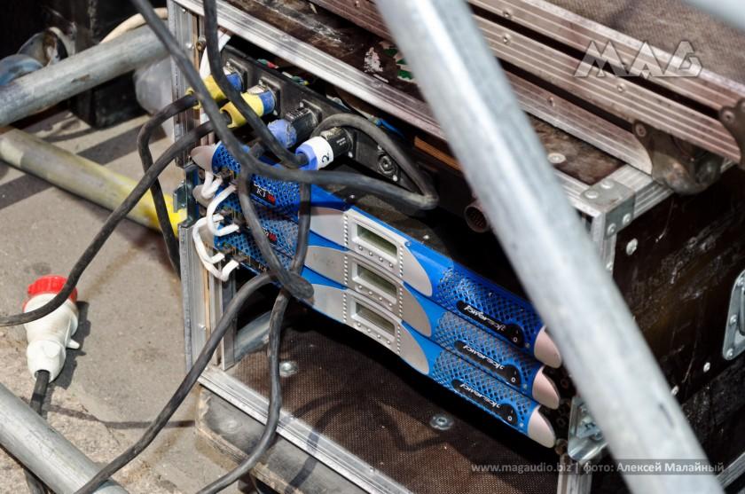 Все усиление, включая мониторное, – Powersoft K series DSP+AESOP, объединенное в одну сеть Ethernet кабелем