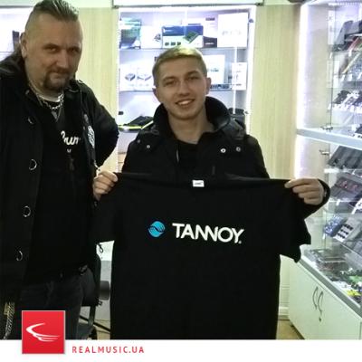 Пощрительные призы в виде брендовых футболок достались Костюченко Игорю и Голубову Александру